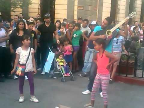 Las mismas niñas en guagalajara q cantan bonito