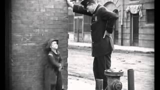CINE MUDO Charlie Chaplin Charlot, Escena de 'El niño'