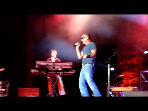 (Henry) Fan showing up Blake Shelton at the 2010 Colorado State Fair