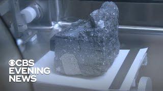 La NASA muestra rocas lunares para conmemorar el 50 aniversario de Apolo 11