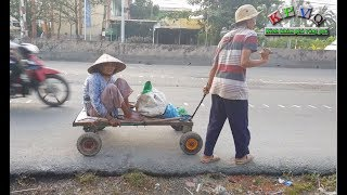 Rơi nước mắt cảnh anh trai tâm thần kéo mẹ già 87 tuổi đi nhặt ve chai kiếm tiền mua gạo