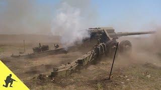 Артилерійський розрахунок веде вогонь зі 152-мм гармати 2А36