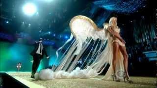 Akon-Angel Victoria Secret's Fashion Show 2010