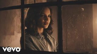 Leslie Grace - Cómo Duele el Silencio (Official Music Video)