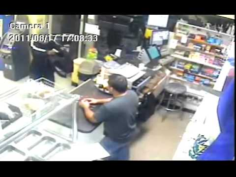 Deli clerk wards off armed robber with machete