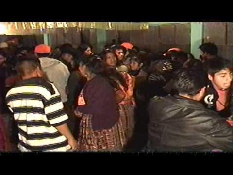 Baile realizado en el salon comunal de caserio nueva palmira palestina de los altos del año 20 1 2012