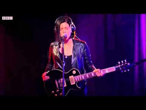 Jamie XX feat Romy & Olivier - Stranger in a room & SeeSaw @BBCR1