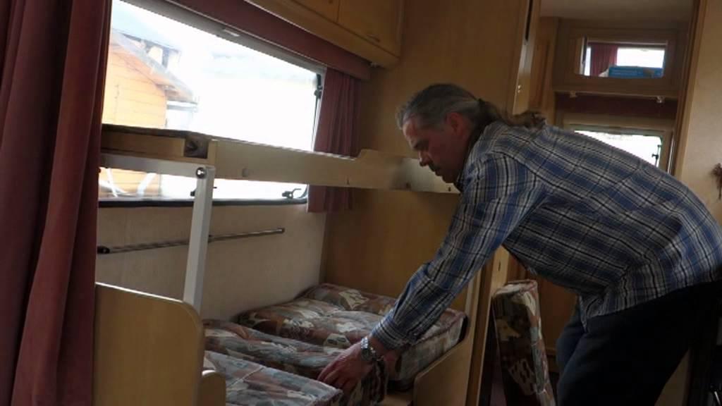 wohnwagen swift challenger mit separater dusche youtube. Black Bedroom Furniture Sets. Home Design Ideas