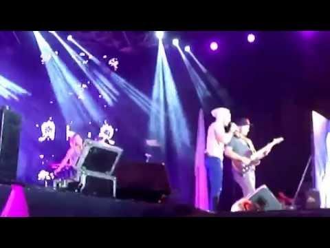 Baixar Garotas Não Merecem Chorar  Luan Santana Piauí Fest Music 18 10 14