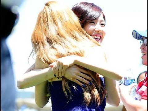 [Fancam] 130729 SNSD Taeyeon and Tiffany TaeNy Hug at LA Dodgers Stadium