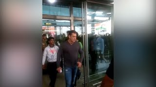 Viral Video: Salman Khan loses cool, snatches fan's phone ..
