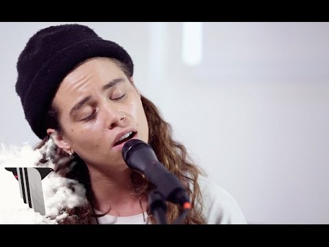 Tash Sultana Performs