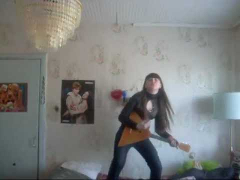 Девчонка реально ЖЖОТ под песню Максим(Не отдам)!!!