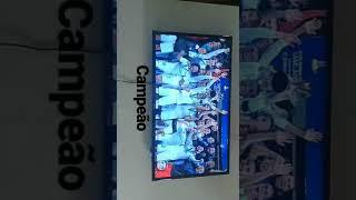 GIF do real Madrid levantando a taça do mundial de clubes de 2017