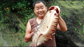 【山藥村二牛】8斤重的大草魚,放在炭上一烤,根本不夠吃