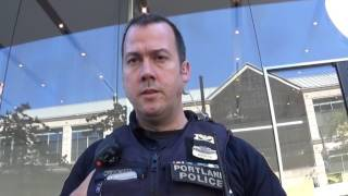 Threatened with Arrest by Crooked Cop for Filming Him at Apple Store