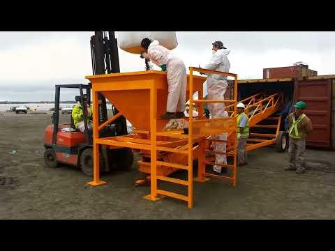 Cinta transportadora granelera Bec-Car R1200.50 cargando concentrado de plata en contenedores.