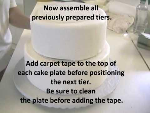 Stacking A Cake Using Pillars