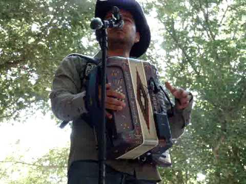 Michael Salgado-Cruz de madera