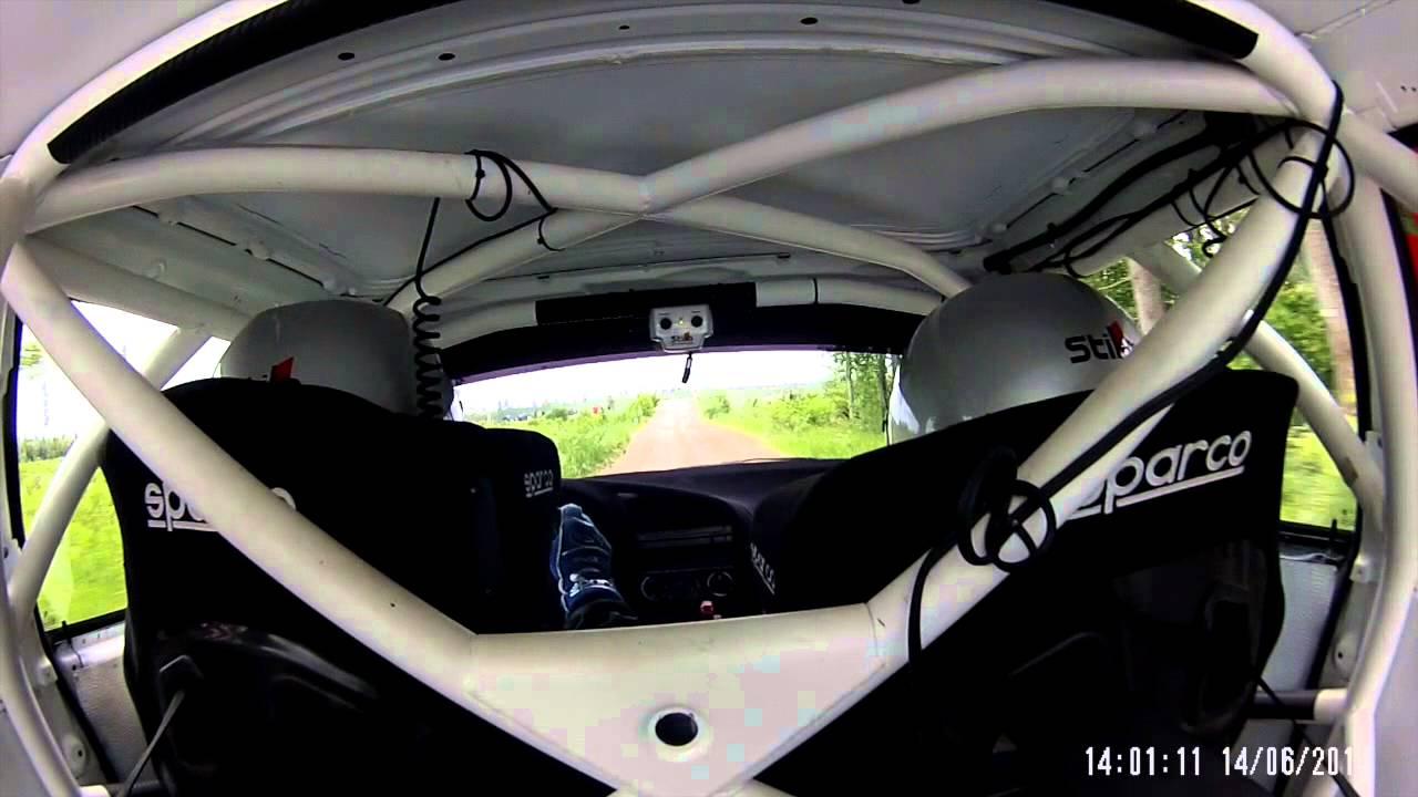 Le saut de la BMW M3 de Koik et Heldna en vue intérieure