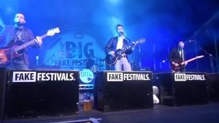 Antarctic Monkeys   Do I wanna Know   The Big Fake Festival 2016