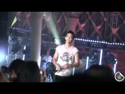[100821] SM Town Live - ChangMinho Hug - Changmin x Minho