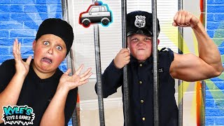 🚓 KID COP VS ROBBERS SUPER STRENGTH! Pretend Play Cops and Robbers Game for Kids!