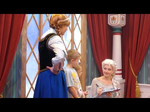 Elsa & Anna, Epcot, Walt Disney World Resort - Smashpipe Travel