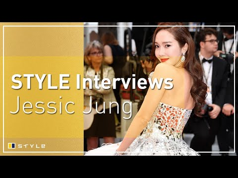 What does Kpop star Jessica Jung have on her phone?