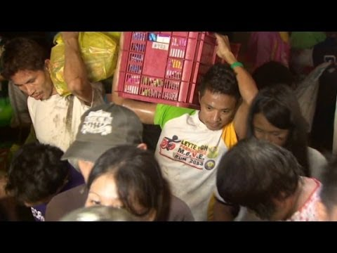 Tacloban Residents Scramble For Supplies - Smashpipe News