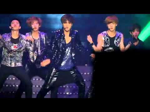 [fancam]EXO-k Kai got painful with his waist?@ NH concert