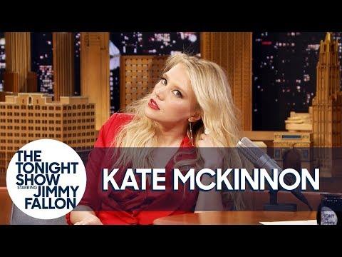 Kate McKinnon Shows Off Her Gal Gadot Impression