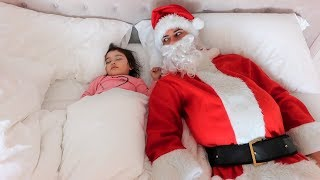 SANTA CLAUS PRANK ON 1 YEAR OLD BABY!!! (SHE'S TOO SMART)