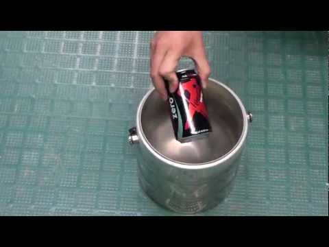 Canette de coca dans l'azote liquide
