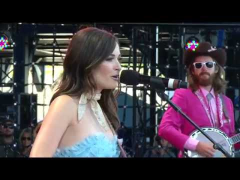 Kacey Musgraves -  Dime Store Cowgirl (Live at Farm Aid 30)