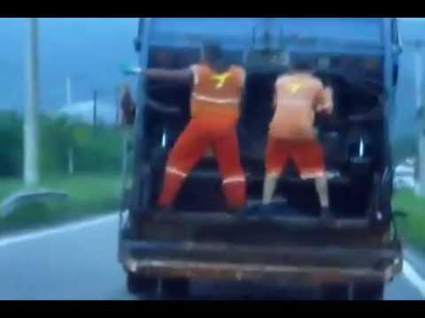 Baixar Funk em Caragua não tem hora, lixeiros dançando alek lek lek lek