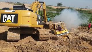 អាប៊ុលជាប់ផុងក្នុងភក់ - bulldozer stuck in deep mud & recovery