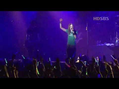 Avril Lavigne - I Don't Give (Live Korea)