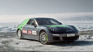 *Combined fuel consumption in accordance with EU 5: Panamera S E-Hybrid: 3.1 l/100 km, CO2 emissions: 71 g/km. Electricity consumption: 16.2 kWh/100 km; Cayenne S E-Hybrid 3.4 l/100 km, CO2 emissions 79 g/km; Electricity consumption 20.8 kWh/100 km