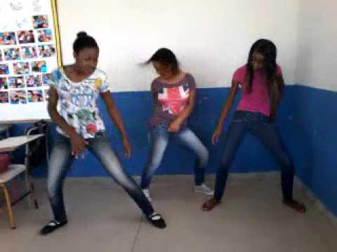 Baixar 2° Vídeo as Smurfs dançando Anita - Não Para :3