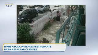 Homem pula muro de restaurante para assaltar clientes