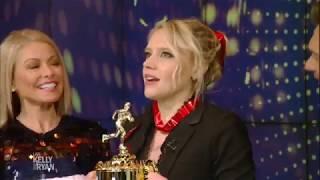 Kate McKinnon Wins Award for Best Walkout