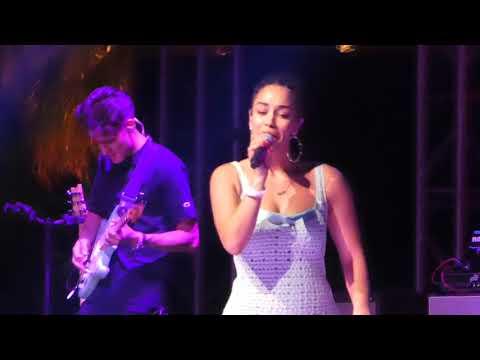 Jorja Smith  - No Scrubs (TLC) (Coachella Festival, Indio CA 4/21/18)