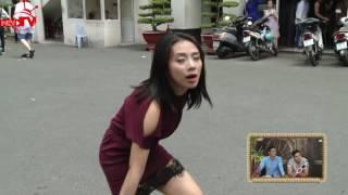 Phát hiện Miko Lan Trinh hành động kì lạ trong khu hội chợ.