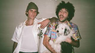 Justin Bieber & benny blanco - Lonely (Official Lyric Video)