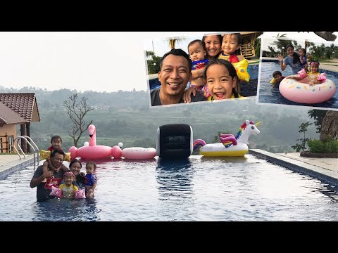 Liburan Zara Cute Part 3 | Bermain Air ditemani Ban Balon Unicorn | Bermain sama Papa di King Villa