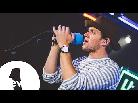 Niall Horan - Issues (Julia Michaels) in the BBC Radio 1 Live Lounge