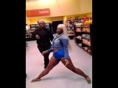 Ratchet Girls Perform Drunk In Love  In Walmart