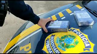 PRF apreende cocaína escondida dentro de painel de carro na BR-290, em Caçapava do Sul