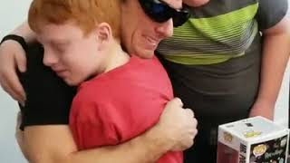 Dad sees children's red hair for the first time with Enchroma glasses - 978993